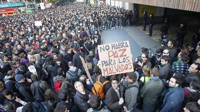 manifestación ante sede pp.jpg