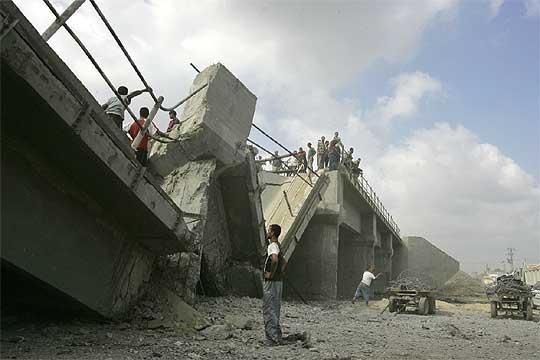 puente_destruido_aviacion_israeli_Gaza.jpg